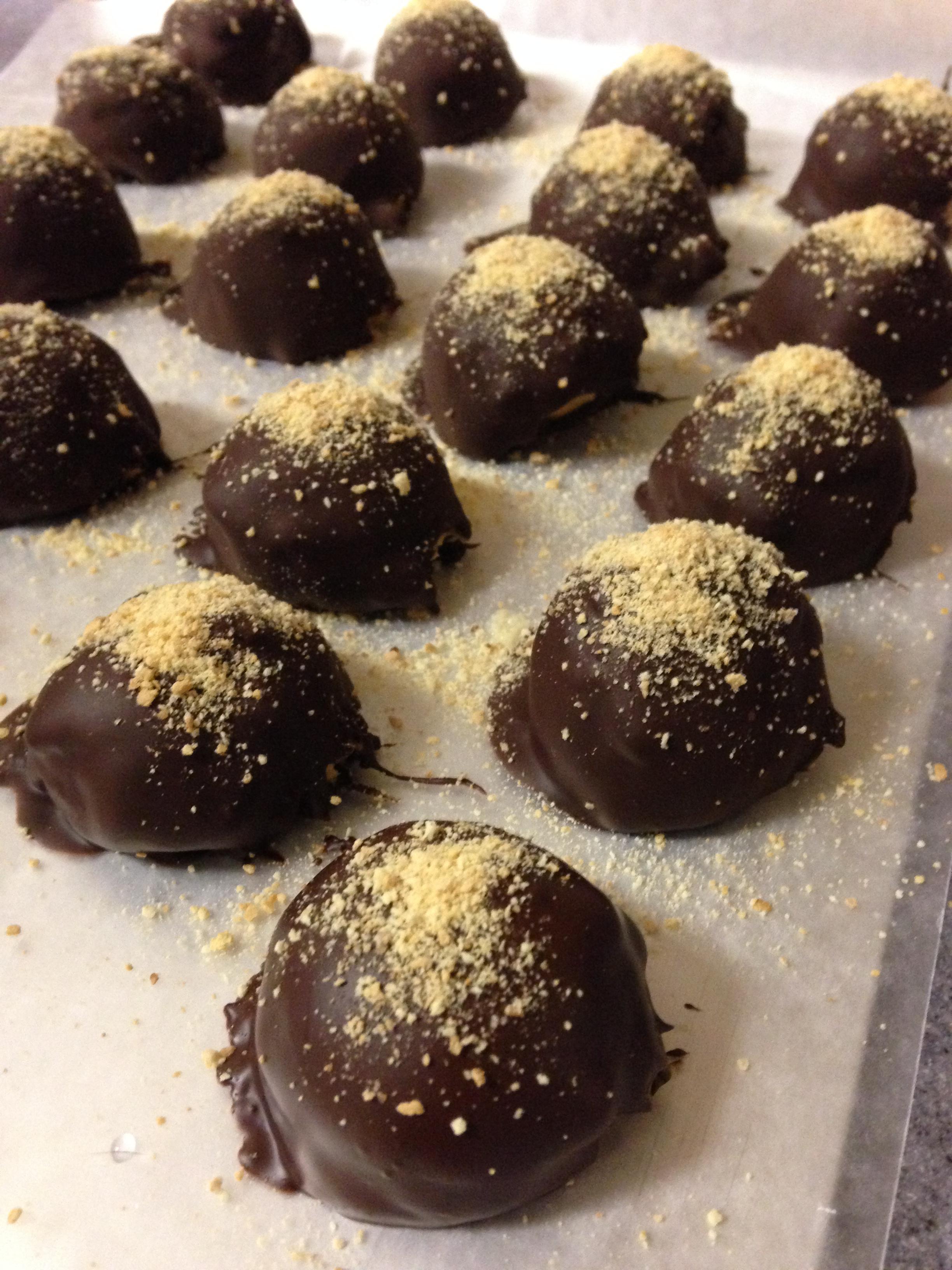 Pumpkin Cheesecake Truffles | Reckermended